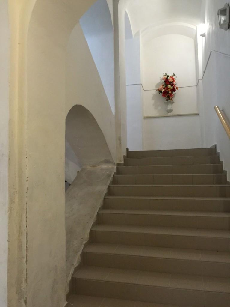Лестница в музей мотоциклов в Бечове над Теплой.
